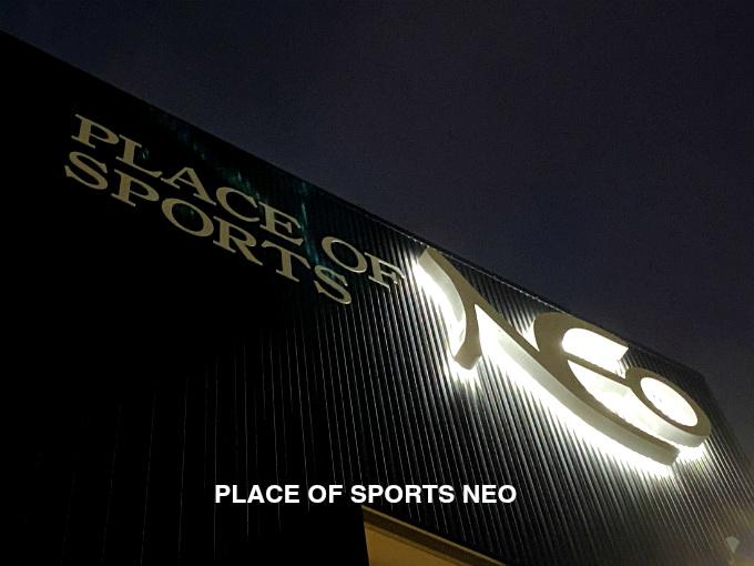 札幌レンタルテニスコート PLACE OF SPORTS NEO ネオンサイン